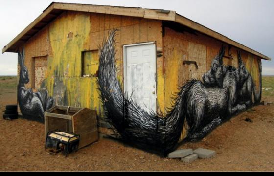 Roa Paints Building in Arizona Desert
