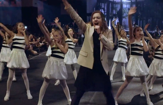 "Arcade Fire ""Afterlife"" directed by Spike Jonze (Live at the YouTube Music Awards)"