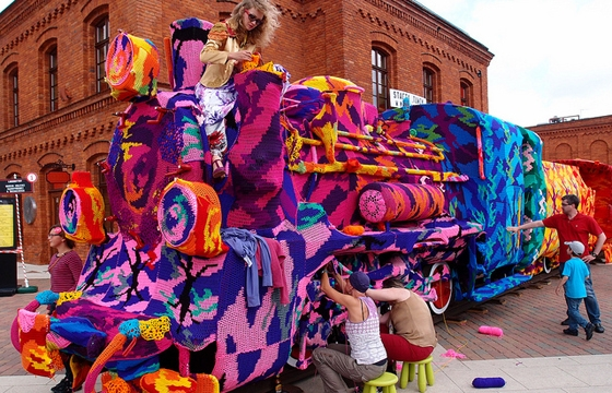 Olek crochet covers locomotive train in Poland