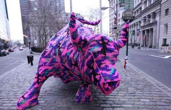 Olek and the Bull on Wall Street—Video