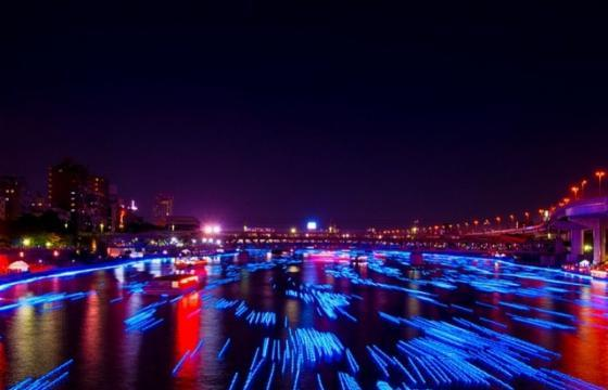 100,000 LED lights down the Sumida River, Japan