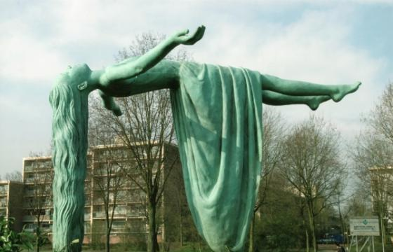 "Floating ""Virgins of Apeldoorn"" by Elisabet Stienstra"