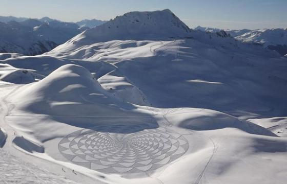 GEOMETRIC SNOW DRAWINGS by Simon Beck