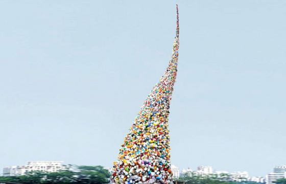 Thrown to the Wind: 36 Feet of Garbage by Beijing's Wang Zhiyuan