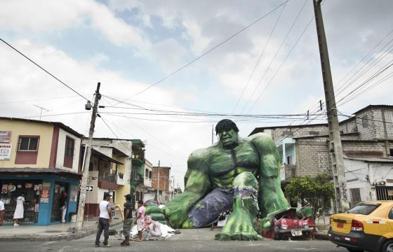Ecuador Brings Out the Hulk, Smurfs, Hellboy for New Years