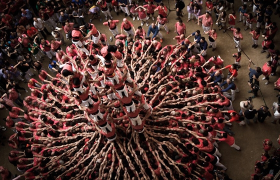 "Photographs of ""The Human Towers"" by David Oliete"