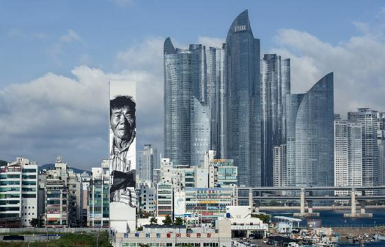 "Hendrik ""ECB"" Beikirch's Massive Mural in Busan, South Korea"