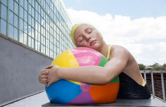 Carol A. Feuerman And Her Hyperreal Swimming Sculptures