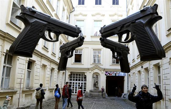 Guns by David Cerny in Prague