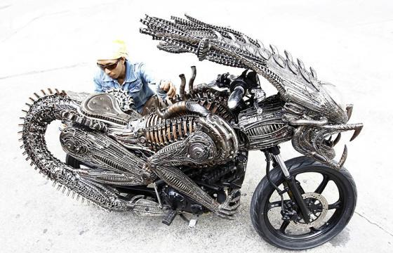 The Alien Motorcycle Made from Recy­cled Mate­ri­als
