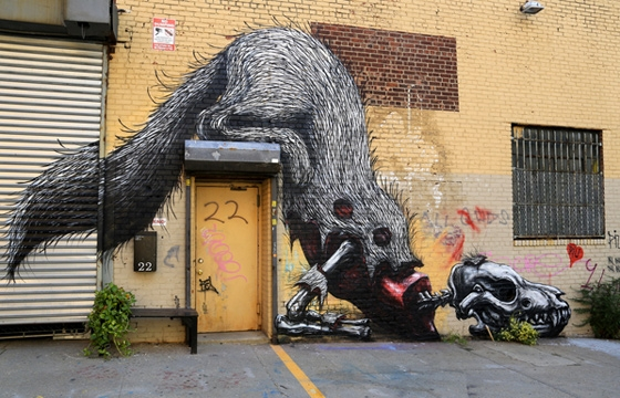 Roa paints decomposing coyote in Brooklyn
