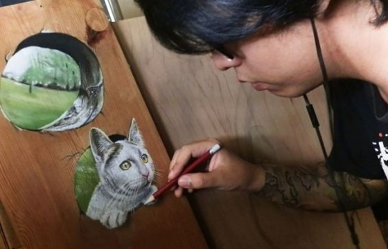 Photorealistic Paintings on Wood by Ivan Hoo