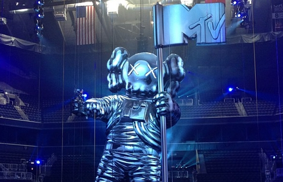 KAWS & REAS Have Big Things in store at MTV VMAs?