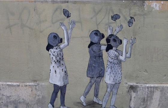 Hyuro's 3 Gas Masked Girls in Valencia